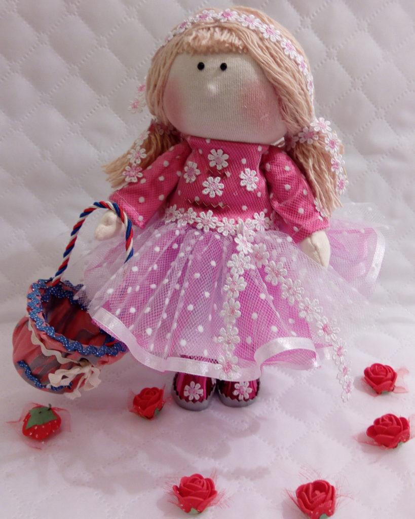 Текстильные куклы ручной работы. Фото. Девочка с корзинкой