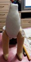 Как пришить ноги текстильной кукле. Ноги пришиты