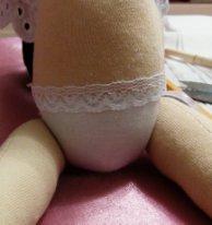 Как пришить голову текстильной кукле. Приклеиваем кружево