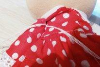 Как пришить руки текстильной кукле. Завязать узелок