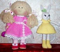 Простые текстильные куклы. Девочка с зайцем