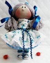 Простые текстильные куклы. Васильковое платье